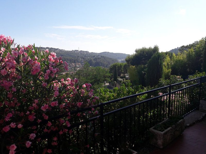 Appartement  2 personnes PROCHE CASSIS/LA CIOTAT, holiday rental in Carnoux-en-Provence