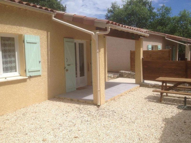 Gîte L'Erable - Gîtes des Campanes - proche de Vallon Pont d'Arc, holiday rental in Saint-Alban-Auriolles
