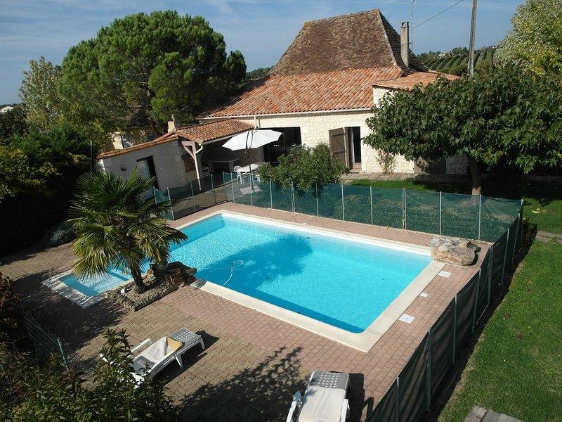 Gîte au milieu du vignoble Bergeracois 8-10 personnes, casa vacanza a Ginestet