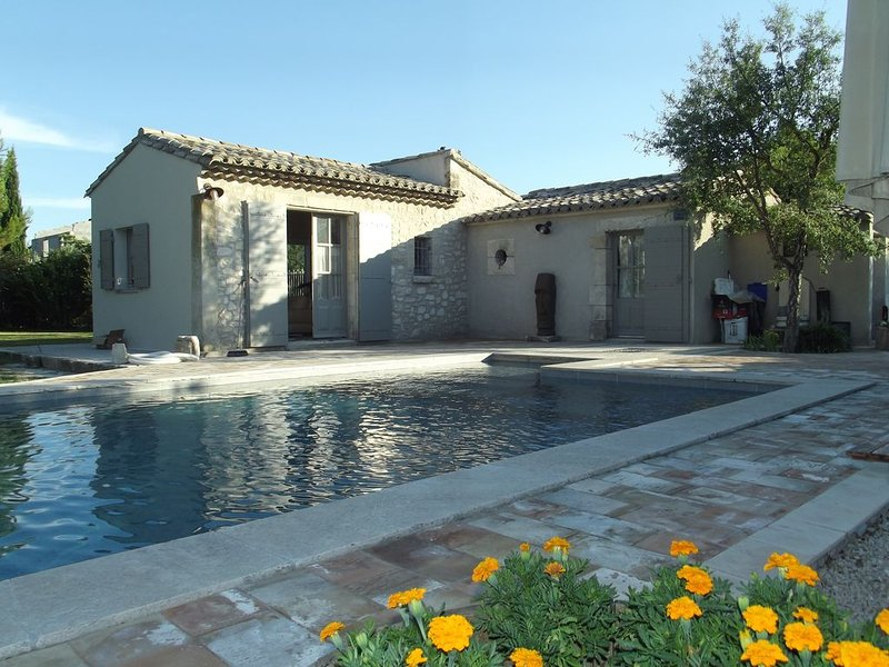 GITE 2 PIECES A CABANNES, vacation rental in Saint Andiol
