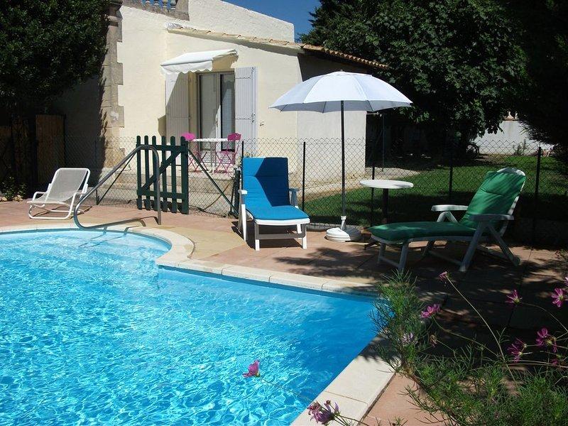 Appartement - Avec piscine  - qua. résidentiel - 15mn centre ville ancien, vacation rental in Fourques
