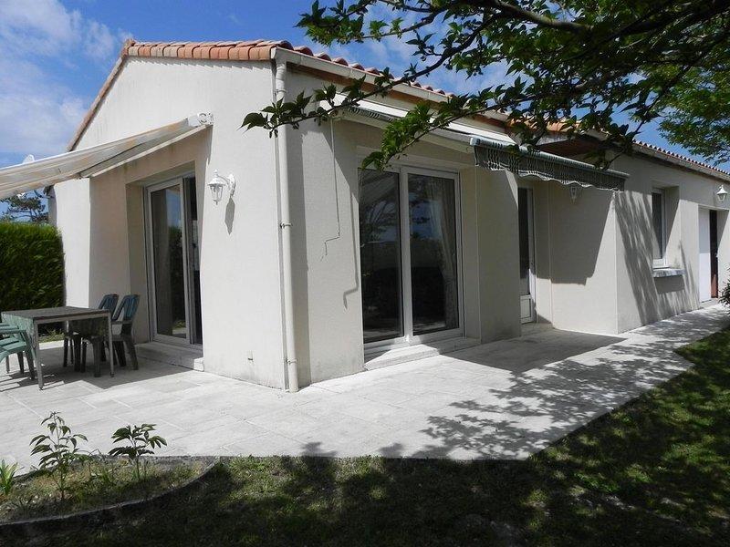 Charmante Villa (3 *) plein sud, cadre calme 5km Royan, vacation rental in Saint-Georges-de-Didonne
