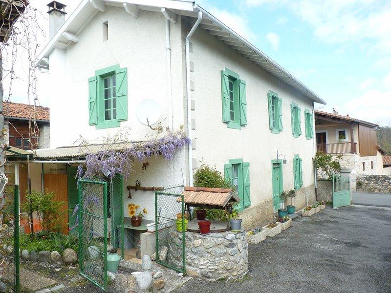 Location Saisonniere Maison Village, holiday rental in Siradan