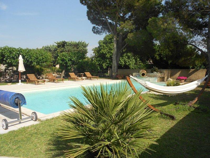 Le Beaulieu L' OLIVIER Studio dans villa avec piscine, holiday rental in Noves