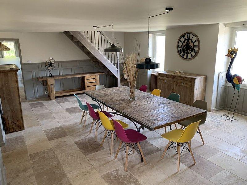 Ensemble de 2 Maisons avec Piscine 10/12 Pers Idéalement Situé, holiday rental in Nuzejouls