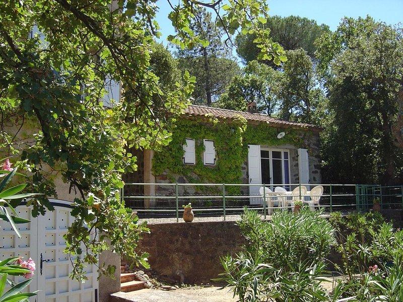 Maison avec jardin à Gassin (3 km de Saint-Tropez), holiday rental in Gassin