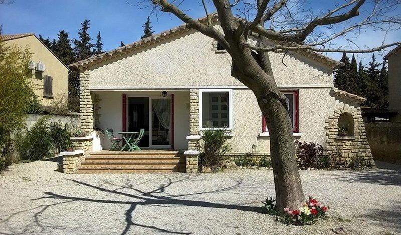 Maison indépendante village provençal - 84150 VIOLES, location de vacances à Violes
