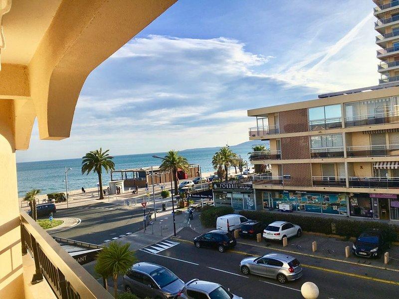 Appartement T2 ,rénové, lumineux, climatisé, vue mer, 30m plage, garage., location de vacances à Fréjus-Plage