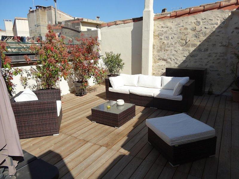 ' Centre Ancien ' Maison de Charme avec Terrasses et Garage, aluguéis de temporada em Fourques