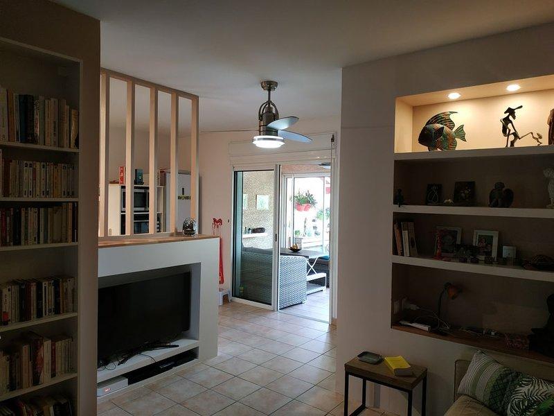Appartement en rez de jardin avec vue sur la baie de St Leu et la montagne, holiday rental in Piton Saint-Leu