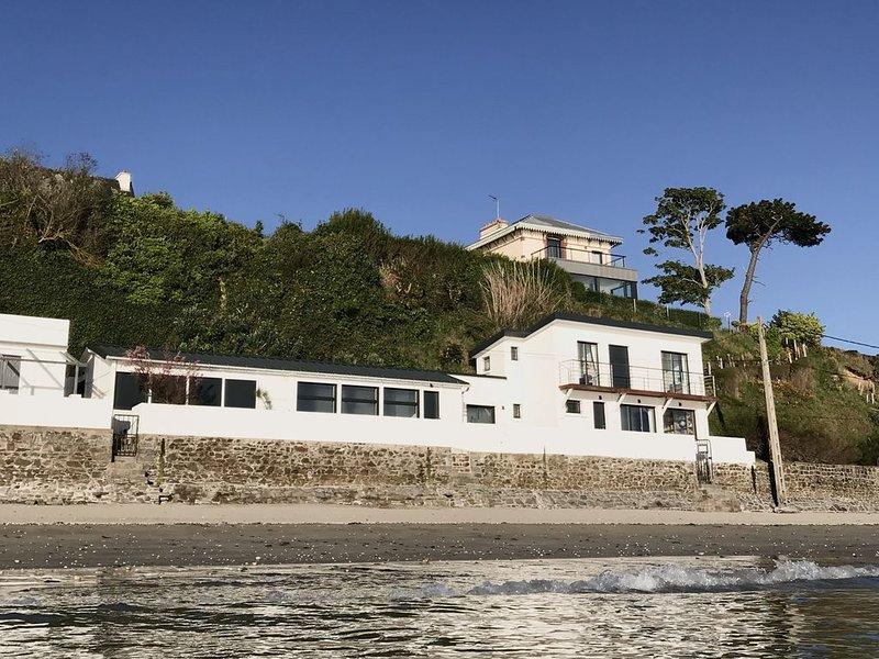 maison 'pieds dans l'eau'  vue mer exceptionnelle - St Laurent Bretagne, vacation rental in Saint-Brieuc