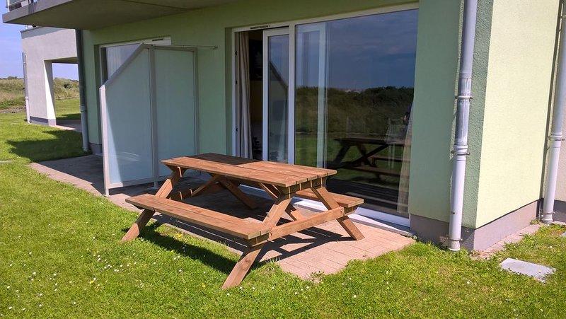 Appartement vue mer pour 4 personnes. WIFI & parking privé gratuits, location de vacances à Audresselles