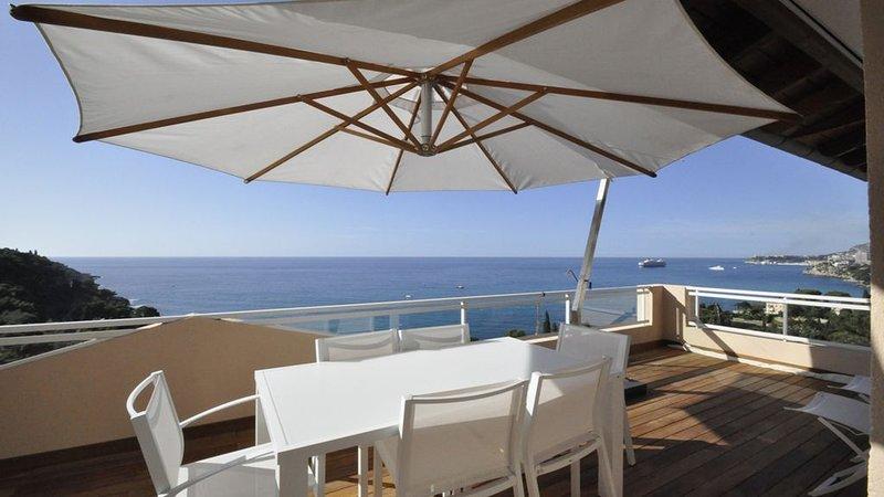 MAGNIFIQUE PENTHOUSE VUE MER PANORAMIQUE ET MONACO, COUP DE COEUR, vacation rental in Roquebrune-Cap-Martin