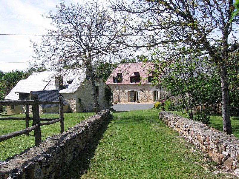 Grand domaine 18ha- 10 p--Périgord Noir-Dordogne -Lot -PISCINE privée chauffée, location de vacances à Orliaguet