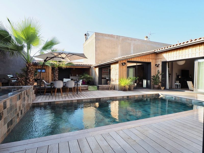 Beautiful House Swimming Pool Next to Bordeaux, vacation rental in Bordeaux