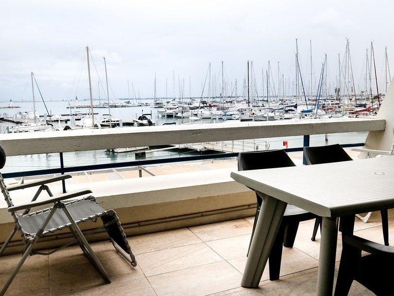Vue superbe, Appartement confortable, Piscine,Tennis, Accès direct plage, alquiler vacacional en Le Grau-du-Roi