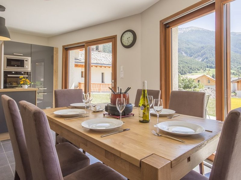 Chalet individuel contemporain 4* avec vue panoramique, vacation rental in Val-Cenis