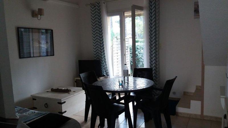 Mini villa dans résidence privée avec accès direct à la plage., alquiler de vacaciones en Borgo