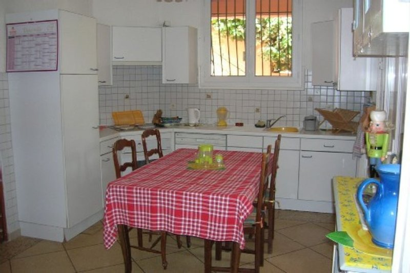 appartement dans bas de villa 40 kms de Marseille, 7  accès par autoroute, holiday rental in Evenos