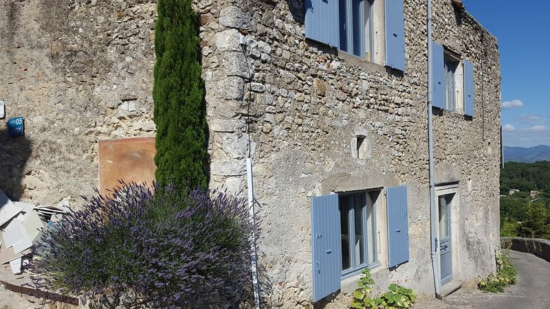 LE REMPART DE MIRMANDE, vacation rental in Saint-Lager-Bressac