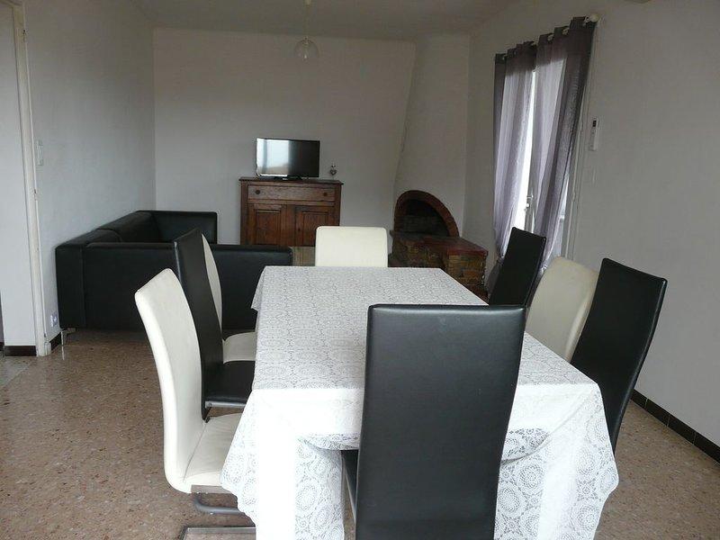 A 800m de la plage appartement 93 m2 dans villa au calme, avec jardin, holiday rental in Six-Fours-les-Plages
