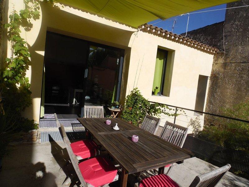 Maison de ville au cœur de Nîmes / Garage pour 2  voitures, holiday rental in Caissargues
