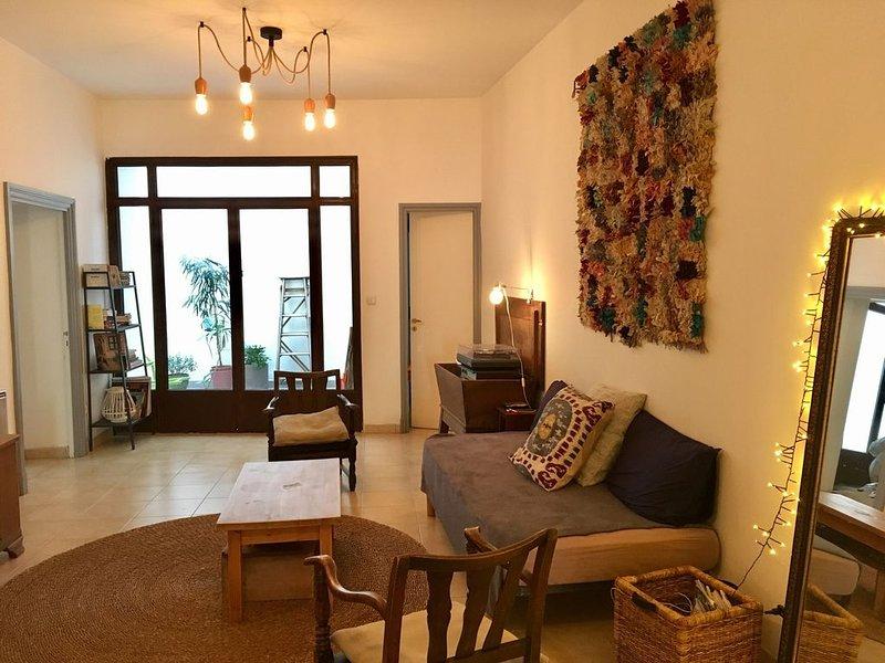 Appartement calme hypercentre ville place de la cathédrale Saint Jean, location de vacances à Perpignan