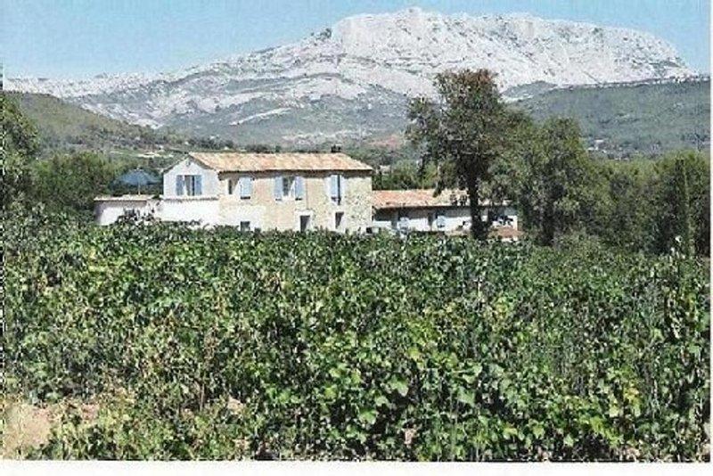 Mas en campagne proche d'Aix en provence., location de vacances à Meyreuil