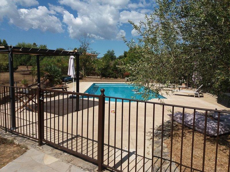 Belle villa familiale, idéale pour le repos et la tranquillité., casa vacanza a Saint-Cezaire-sur-Siagne