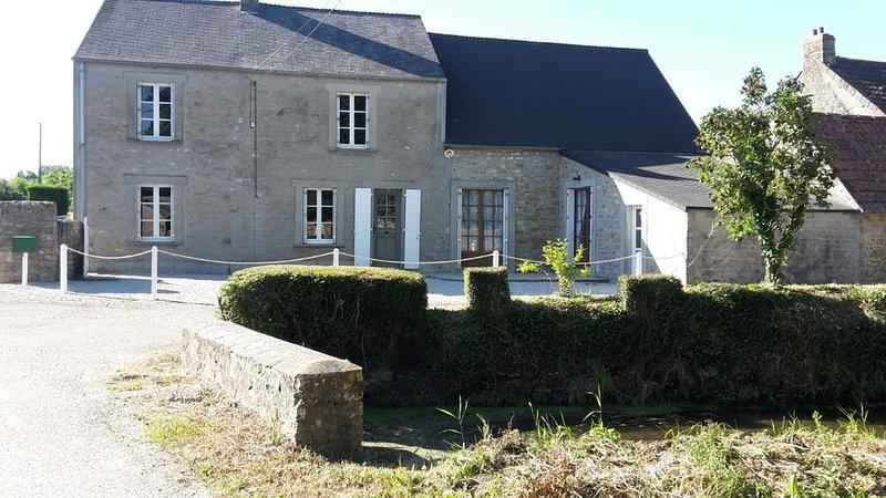 GITE 8 PERSONNES PROCHE PLAGES DU DEBARQUEMENT  'LES PETITES SOURCES', casa vacanza a Saint-Floxel