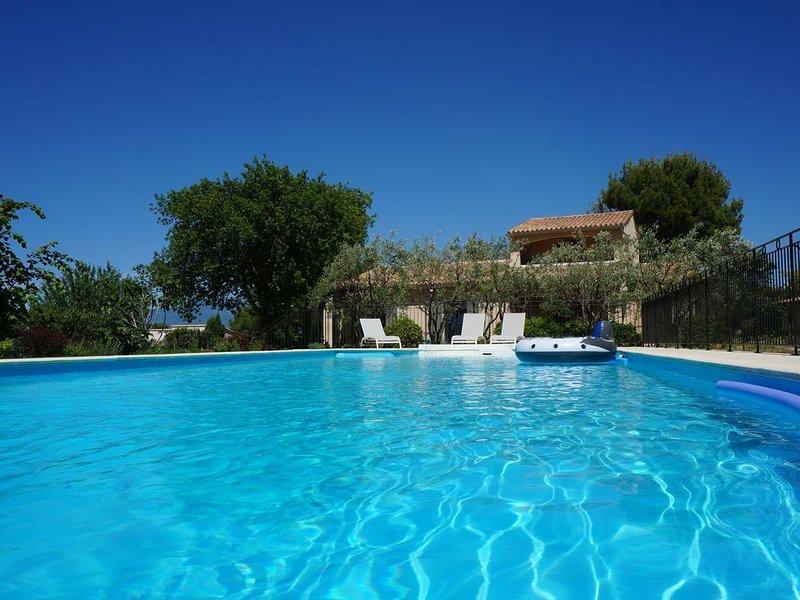 Maison climatisée avec piscine sur grand terrain dans les monts du Vaucluse, casa vacanza a Le Beaucet