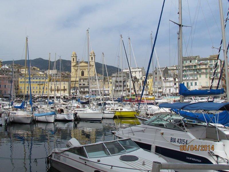 location pour vacances  avec vue imprenable sur le vieux port de bastia, casa vacanza a Ville-di-Pietrabugno