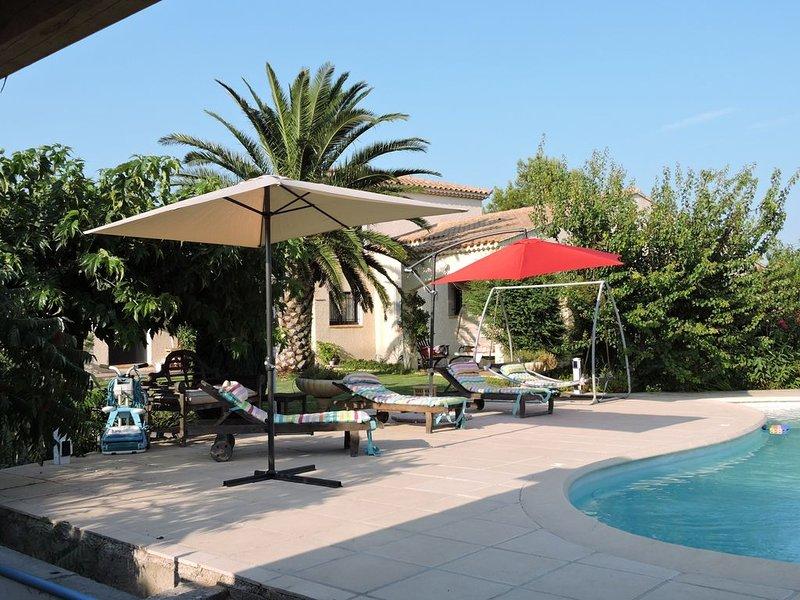 Appartement climatisé avec piscine EYRAGUES dans un écrin de verdure, holiday rental in Eyragues