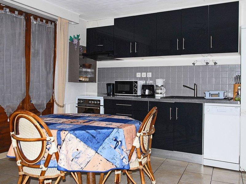 Charmant appartement (4 pers) avec terrasse situé au coeur de Brides Les Bains, holiday rental in Brides-les-Bains