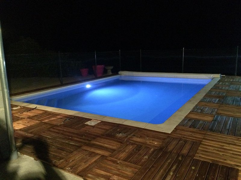 JOLI CHALET 12 PERSONNES VALLEE DE LA DORDOGNE AVEC PISCINE ORIENTATION PLEIN SU, holiday rental in Le Pescher