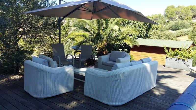 Villa pour 8 personnes avec piscine sur Figanières vue sur le village, aluguéis de temporada em Chateaudouble