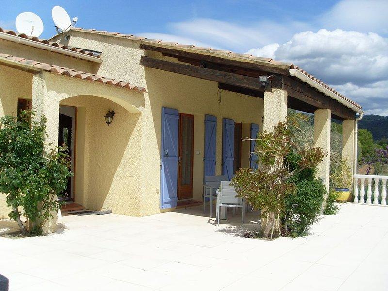 Maison de campagne avec piscine, au calme, pour 4 à 6 personnes, holiday rental in Villecroze