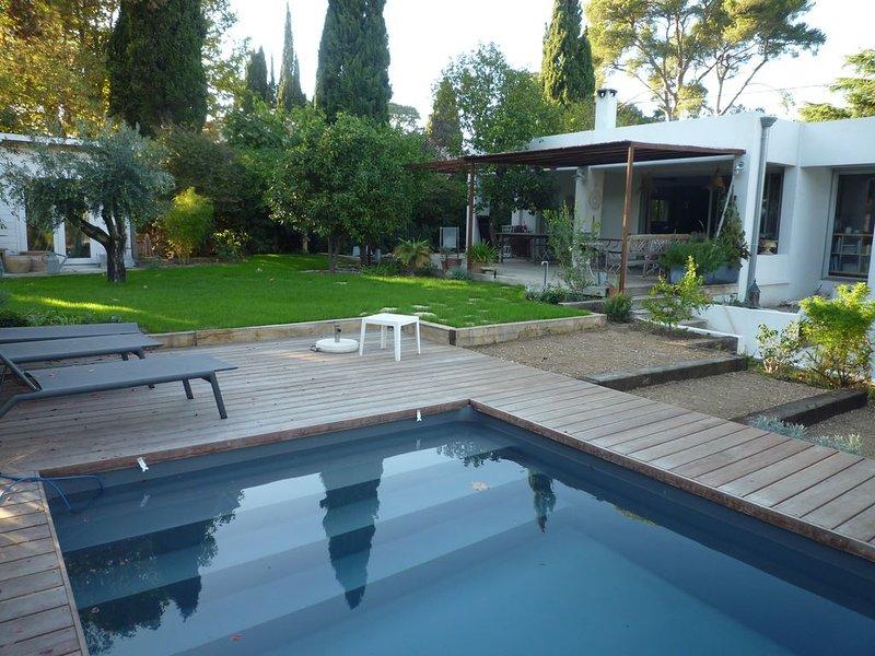 Belle maison lumineuse style californien au Cap Brun avec piscine, location de vacances à La Valette-du-Var