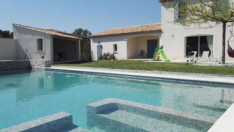Studio de charme avec piscine, aluguéis de temporada em Plan De Cuques