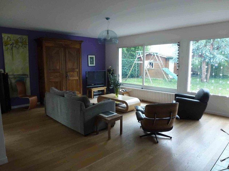 Belle maison familiale , lumineuse et contemporaine, casa vacanza a Saint-Medard-en-Jalles