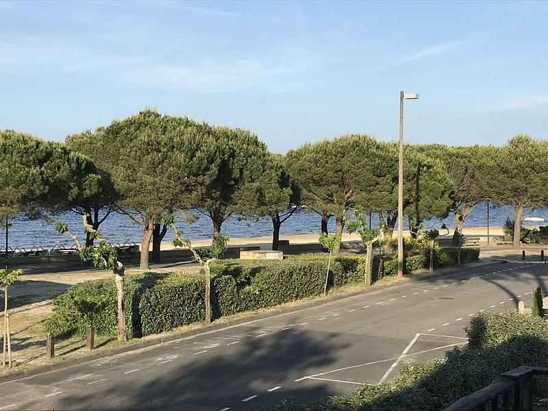 Bel appartement au bord du lac, alquiler de vacaciones en Carcans