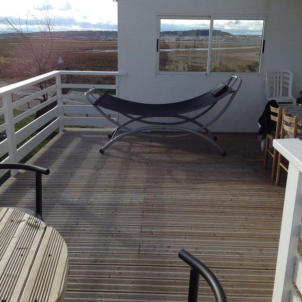 la terrasse en bois, la vue sur l avant port la pêche à 10mètres, à l abri