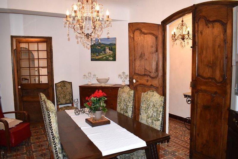 LA BIENVENUE  GRANDE MAISON de CARACTÈRE   Réservation instantané, casa vacanza a Vins-sur-Caramy