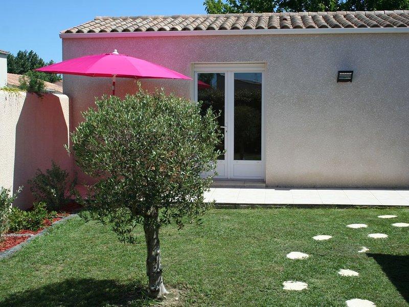 PROMO ILE D'OLERON studio jardin privatif  proximité plage et centre ville, aluguéis de temporada em Dolus-d'Oleron
