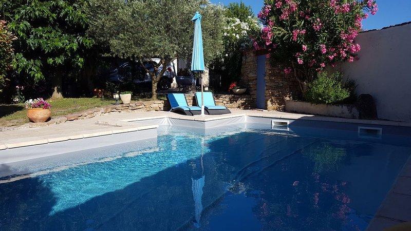 Jolie maison avec piscine proche sainte victoire, location de vacances à Pourrieres