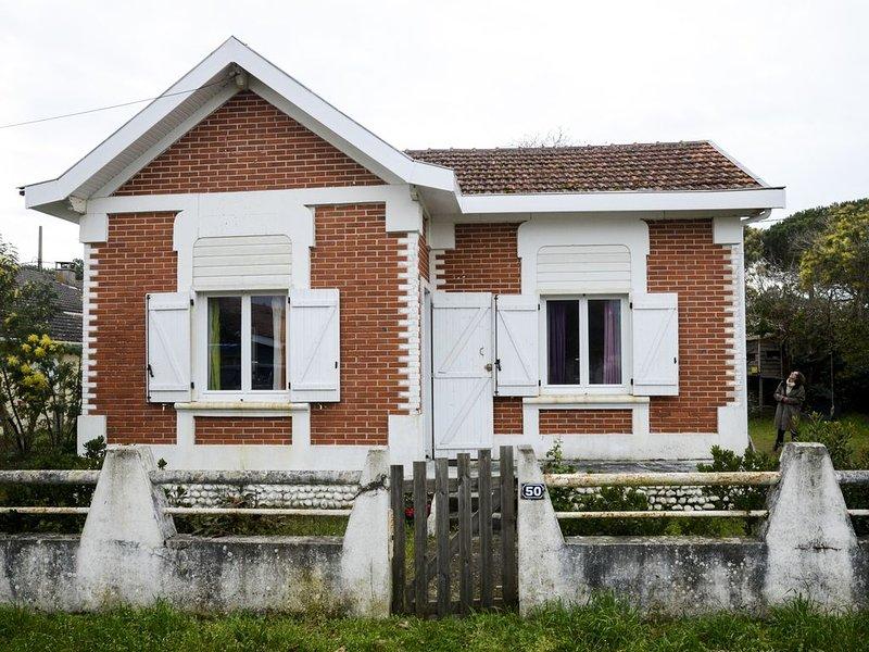 Maison avec 500m2 de jardin, 8-9 couchages, 400 m de l'océan, 30 m du marché, holiday rental in Vendays Montalivet