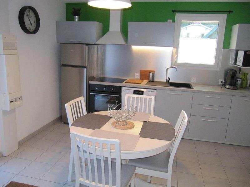 maison individuelle T3 refait à neuf, aluguéis de temporada em Le Verdon Sur Mer