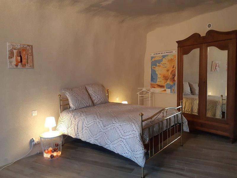 TrogloGite de charme et insolite classé 3 * Proche d Amboise, location de vacances à Reugny