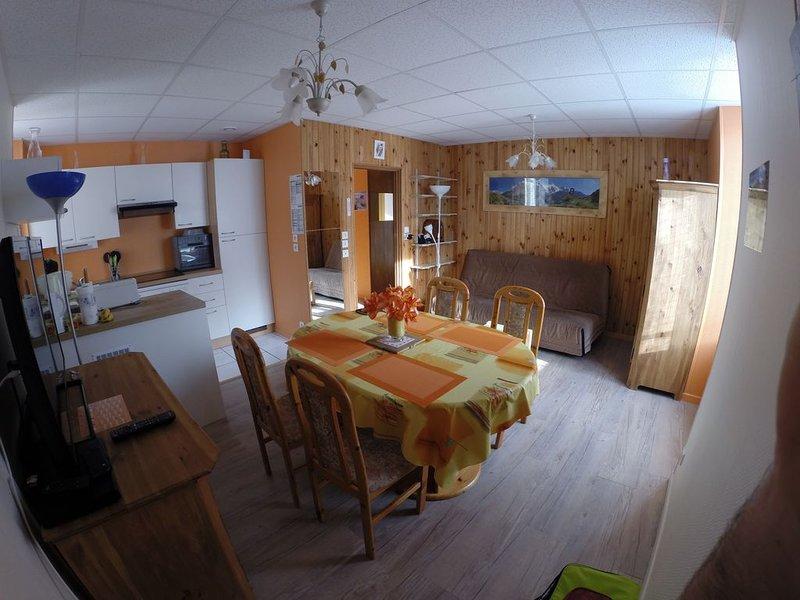 App 42 m2 special curiste, vacanciers spacieux et proche des thermes et centre, holiday rental in Le Mont-Dore