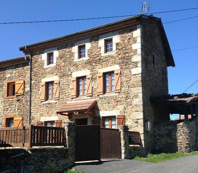 Location saisonnière dans petit hameau calme, holiday rental in Bertignat